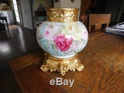 Ancien Vase & Stand Jpl Jean Pouyat Limoges Peint A La Main-roses Or Dore-france