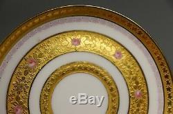 Antique Peinte À La Main Française Porcelaine Limoges Coupe Du Thé Et Soucoupe Gold Incrustées