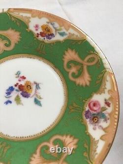 Antique T & V Limoges France Coupe Peinte À La Main Et Saucer Roses Vertes Fleurs Or
