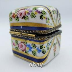 Boîte Peinte À La Main Limoges France En Porcelaine Avec Des Bouteilles De Parfum Parfumées