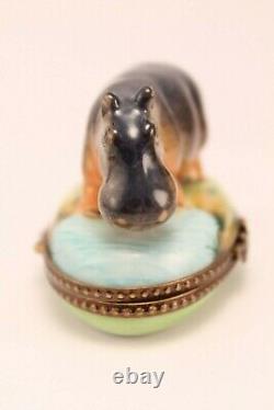 Hippopotame En Porcelaine De Limoges Sur La Main De Bord De Mer Peinte Boîte De Pillule De Babiole Rochard