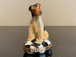 Limoges Adorable Terrier Dog Peint À La Main Porcelaine Boîte Àrinket En Porcelaine
