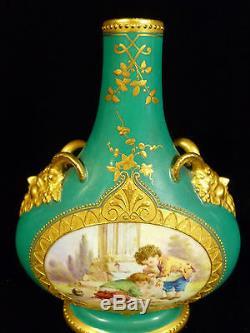 Paire De Early Royal Worcester Dore Peintes À La Main Avec Les Enfants Scenic Vase C 1865