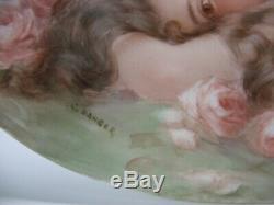 Superbe Plaque Portrait En Porcelaine De Limoges Couchée Nue Avec Roses Peintes À La Main