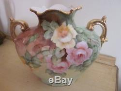 Vase De Roses Antique Peint À La Main