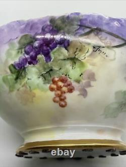 Vintage T. & V. Limoges Grand Poinçon Peint À La Main Avec Des Raisins Signé Jones