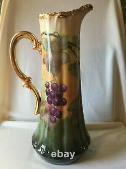 Vintage T. & V. Limoges Tankard De Porcelaine Peint À La Main Avec Des Raisins
